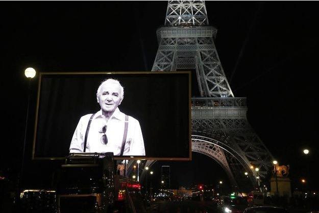 La-Tour-Eiffel-s-est-illumine-pour-rendre-hommage-a-Charles-Aznavour.jpg